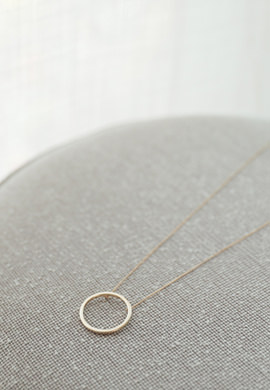 circle long_ necklace